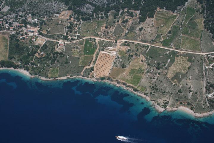 Otok Brač, zemljište do mora