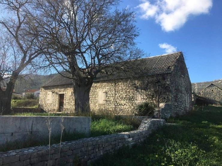 Kamene kuće, predivan pogled, Kaštela